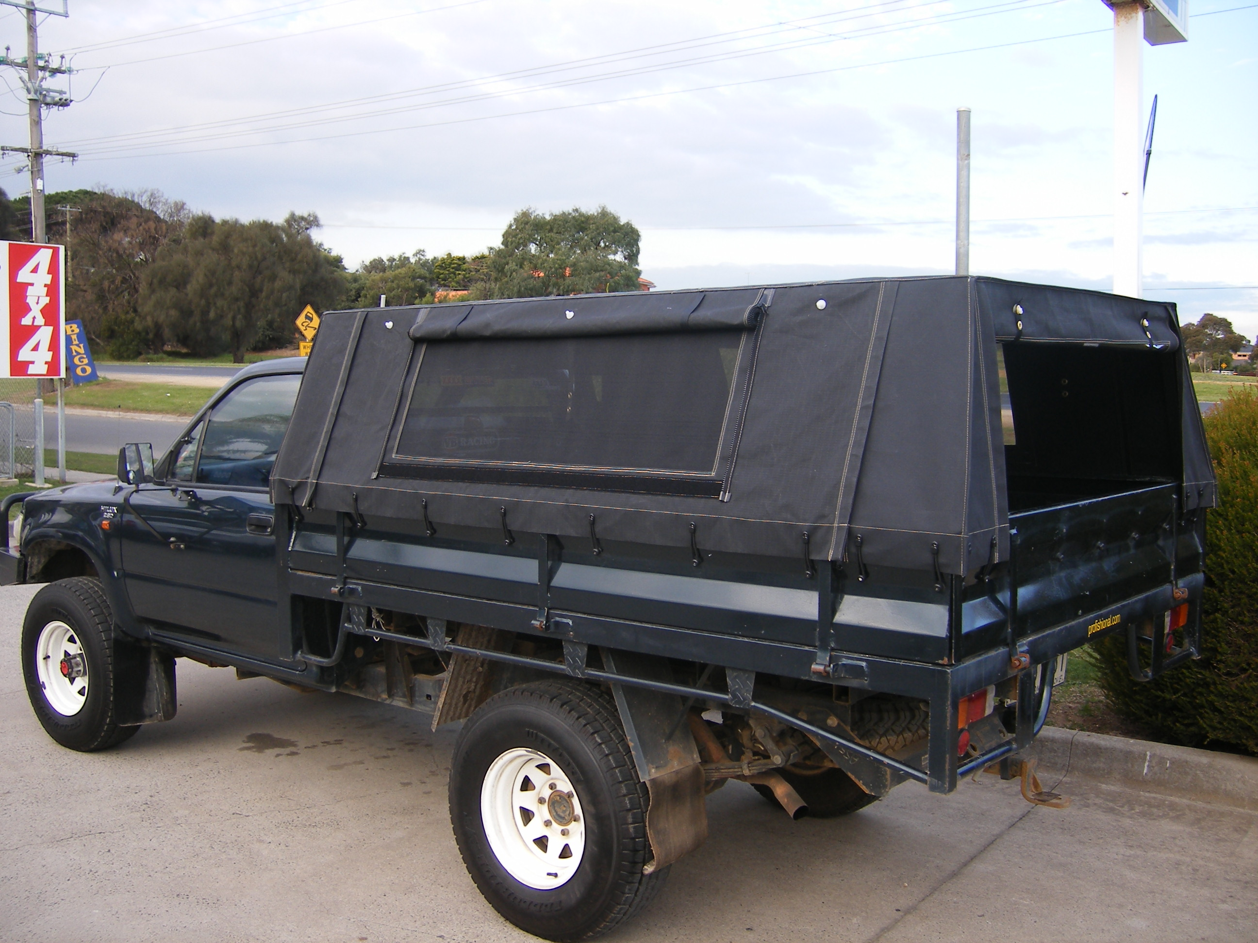 7u2032 Canopy with 4 Side Zips u0026 2 Side Flywire Windows & Vehicle Canvas | Outback Campers | Camper Trailers Melbourne